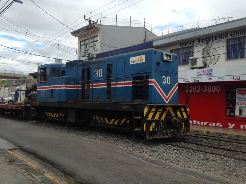 Incofer%2030%20on%20PW%20train%20at%20Heredia%20station