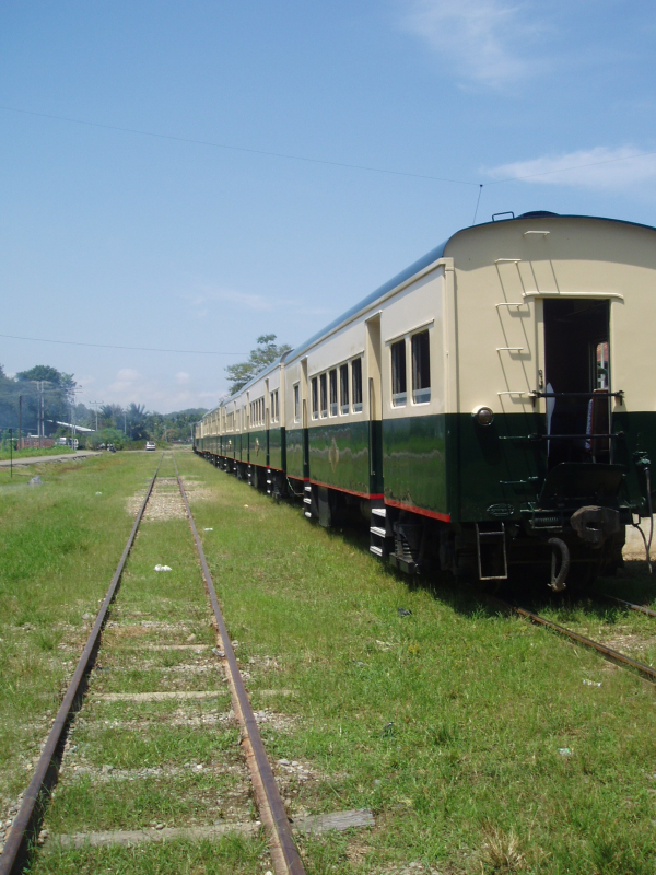 Train%20standing%20at%20Kinarut