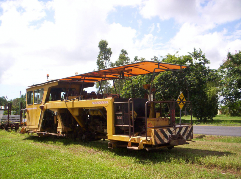 Cane%20Tramway%202%27%20Gauge%20Track%20Machine%20at%20Silkwood%20on%20Sth%20Johnstone%20Mill%20Lines