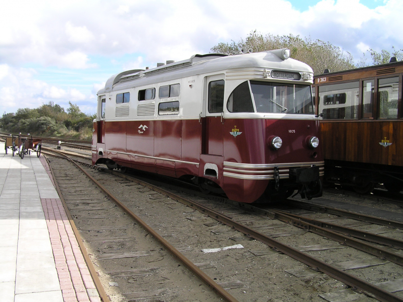 Diesel-electric%20locomotive%20MD1805%2C%20named%20Meeuw%2C%20at%20the%20RTM-Museum%20depot