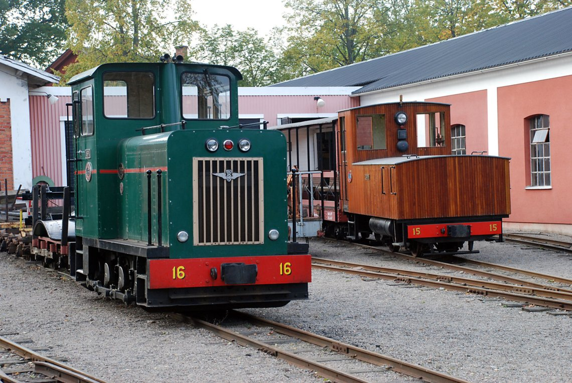 Diesel and Battery electric outside the sheds at Mariefred