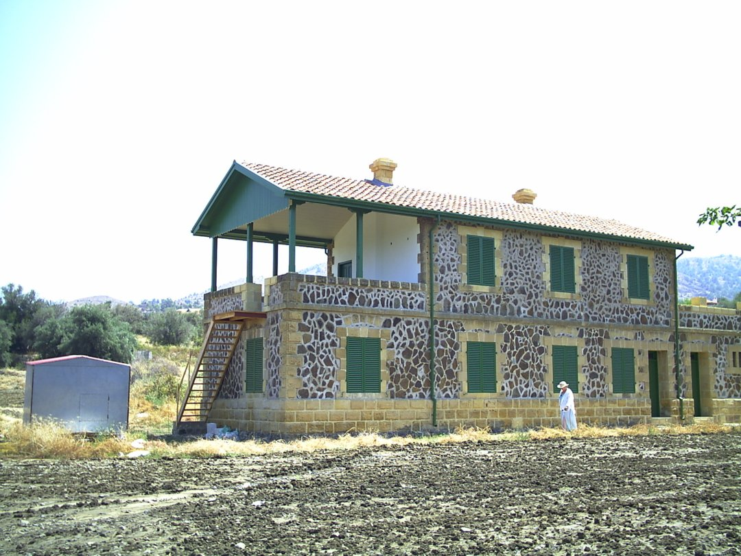 Evrykhou Station building