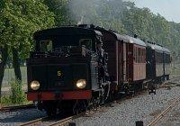 service train approaching Uppsala Östra