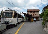 Bhe 4/8 railcar At Caux