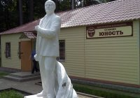 Lenin at Yunost