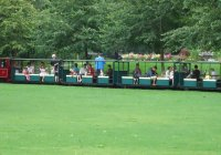 A well loaded train sets out for a couple of circuits onn Sunday, 19th August 2012