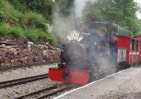 'Merlin' waits to leave Rudyard Halt - 26-June-2004