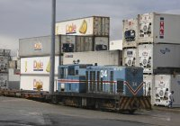 Incofer 34 shunting Dole container yard at Moin