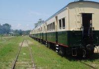 Train standing at Kinarut