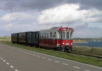 Diesel-electric MABD 1602 on the Brouwersdam on its way to Port Zelande