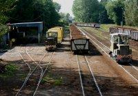 A busy narrow gauge yard