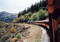 Train entering Taieri Gorge